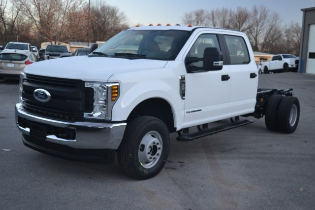 New 2019 Ford Super Duty F-350 DRW XL 4WD Crew Cab Chassis-Cab
