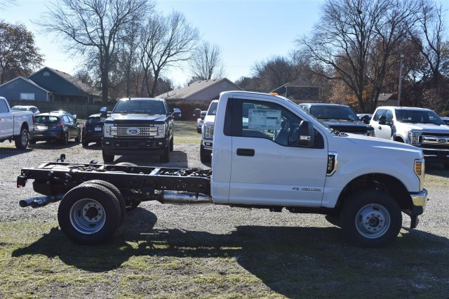 New 2019 Ford Super Duty F-350 DRW XL 4WD Regular Cab Chassis-Cab 4WD